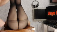 She Tormented Me With Pantyhose And Got A Massive Load On Nylon Twat – Anya Queen